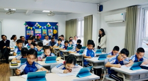 The delegation of Bac Lieu Province visited SmartEdu classroom in Hanoi
